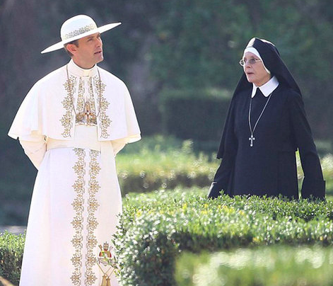 The-Young-Pope-2